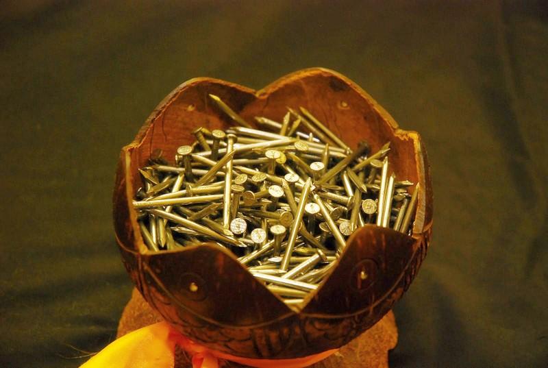 Pelanggan boleh memilih sehingga 7 batang paku, mewakili 7 sifat yang ingin dipulihkan.
